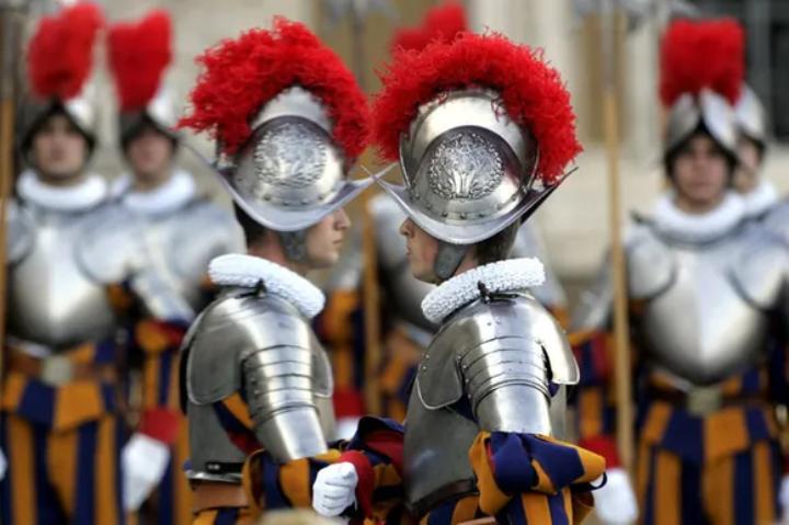 Papst ordnet Impfung an: 3 Angehörige der Schweizergarde treten zurück
